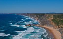 zon zee strand vlakbij vila do bispo algarve vakantie